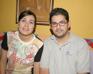 Jaqueline Ramos y Antonio Corona estuvieron presentes en la inauguración de la muestra pictórica y de comics