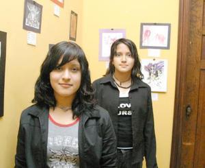 Las hermanas Yasmín y Dalia Zamora presentaron una colección de comics en el espacio cultural del Icojuve Laguna