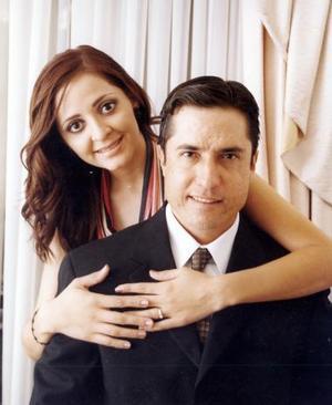 Sr. Efrén Eduardo Ávila García y Srita Alina Yein Chiu Chávez efectuaron su presentación religiosa el tres de septiembre de 2004