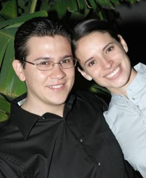 <u><i> 03 de octubre de 2004</u></i><p>  Vivian Contreras Calderón y Leopoldo E. Olvera Ávila disfrutaron de una despedida de solteros
