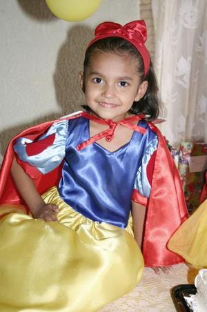 La pequeña Arleth Guadalupe Velázquez Sánchez recibió numerosos obsequios, en su fiesta de cumpleñaos efectuada hace unos días.