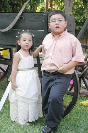 Carlos Andrés y Paulina González Valdez cumplieron cinco y seis años de vida respectivamente, y lo celebraron con una merienda