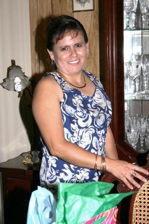 Soledad Salcido de Rodríguez celebró su cumpleñaos en días pasados y recibió numerosas felicitaciones, en el convivio que le organizó su familia.