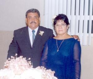 Ramón Flores Díaz y Concepción Vargas celebraron recientemente su 50 aniversario de matrimonio, con un grato festejo organizado por su familia