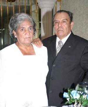 Sra. Socorro Hernández de Arellano y Sr. Manuel Arellano Ortega, celebraron su 60 aniversario de matrimonio  con un grato festejo
