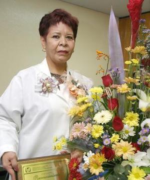 <u><i> 03 de octubre de 2004</u></i><p>  Sra. Tapia Rodríguez captada el día que le ofreciero un convivio un grupo de amistades con motivo de su jubilación laboral