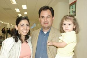 Iliana de Frías y Armando de Frías viajaron con su hija, Ana Cristina a la Ciudad de México
