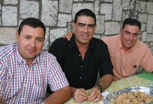 Francisco Moncholí, Antonio Anaya y Javier Gómez, presentes en el festejo de su amigo Fernanado Fernández.