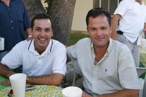 Luis Cabranes y Fernando Carzó acompañaron a Fernanado Fernández A. en su cumpleaños.
