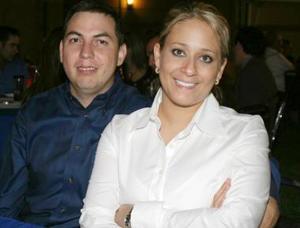 <u><i> 05 de octubre de 2004</u></i><p>  Walter Contreras y Claudia de Contreras