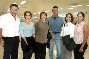 Belinda de Nahale, Julia Anguiano y Lety Cañedo viajaron a París, por lo que familiares y amistades acudieron a despedirlas.