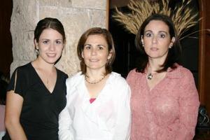 <u><i> 06 de octubre de 2004</u></i><p>  Marcela González de González disfrutó de una amena reunión con motivo d su cumpleaños