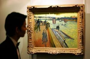 Entre los lienzos expuestos en un lujoso hotel del centro de Hong Kong destacan el Puente de Trinquetaille, pintado por Van Gogh en el verano de 1888.