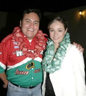 <u><i> 07 de octubre de 2004</u></i><p>  Fernando Jaime y Priscila Álvarez Tostado, captados en la despedida de soltera que les ofrecieron con motivo de su cercana boda