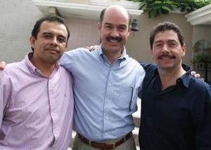 <u><i> 07 de octubre de 2004</u></i><p>  Héctor Robledo, Roberto Garrido y Luis Larreategui..