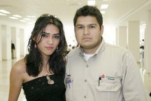 A Veracruz viajó Eli del Carmen Gómez, la despidió Carlos Rivera.