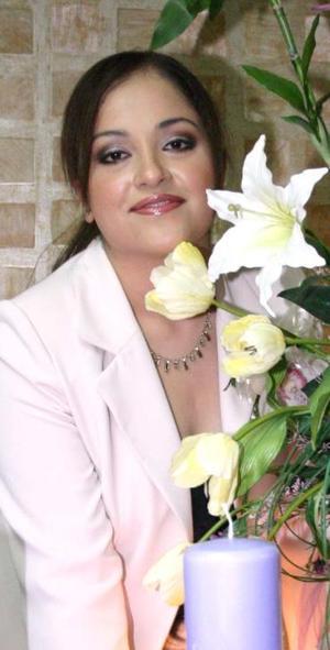 <u><i> 08 de octubre de 2004</u></i><p>  Blanca Ivonne Alanís Esqueda disfrutó de una despedida de soltera.