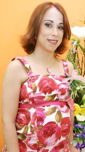 <u><i> 08 de octubre de2004</u></i><p>  Verónica Saracho de Murillo recibió sinceras felicitaciones por el cercano nacimiento  de su segundo bebé.