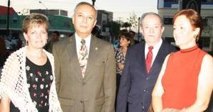 <u><i> 08 de octubre de 2004</u></i><p>  Magdalena de Romo, Carlos Romo, Carlos Rco y Rosa María de Rico.