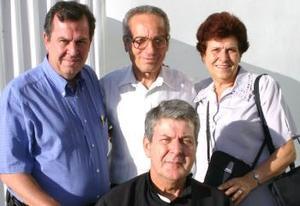 <u><i> 08 de octubre de 2004</u></i><p>   Giovanna, Pascual el padre Franco regresaron a Italia, los despidió Leopoldo García.