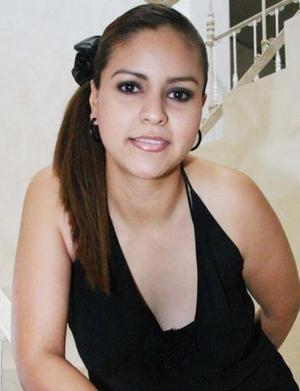 Mayela Vela Rodíguez, captada en la despedida d soltera que le ofrecieron con motivo de su próxima boda.