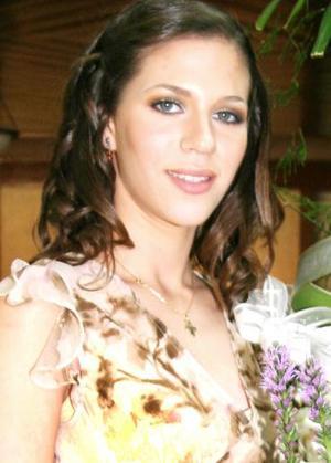<u><i> 09 de octubre de 2004</u></i><p>  Elena Saade Facuse contraerá matrimonio con Carlos alberto Barrios Hinojosa el próximo 29 de octubre, y por tal motivo disfrutó de una despedida de soltera en días pasados.