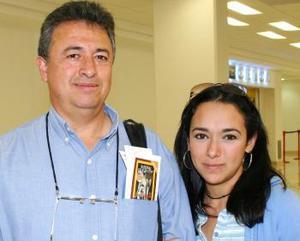 Gustavo Sánchez y su hija Melisa Sánchez viajaron con destino a Tijuana.