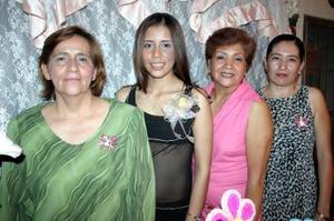 Blanca González Martínez acompañada por Andrea Torres, Haydeé Maldonado y Gabriela Valenzuela organizadoras de su despedida