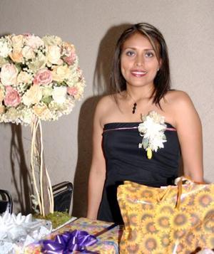 Magdalena del Carmen Ríos Rodríguez recibió múltliples felicitaciones en la despedida de soltera por su cercano matrimonio con Ricardo Alvarado.