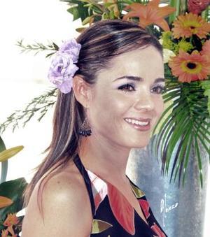 <u><i> 10 de octubre de 2004</u></i><p>  Srita. Marcela Pérez Sánchez en su primera despedida de soltera, contraera matrimonio próximamente con el L.A.E. Alfredo Leal Peña.