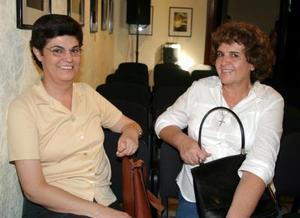 María de los Ángeles y Leticia Valdés Barba.
