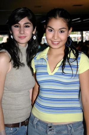 Patricia Seceñas y Karla Flores.