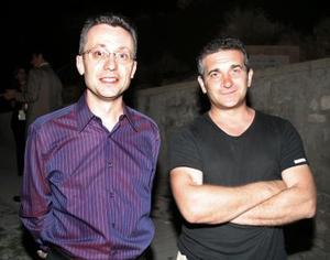 El director de la Alianza Francesa de La Laguna, Guilles Guey y el artista francés Olivier Leroi