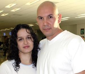 <u><i> 10 de octubre de 2004</u></i><p>  Uzziel Camarillo y Mayra Muñoz viajaron a la ciudad de México
