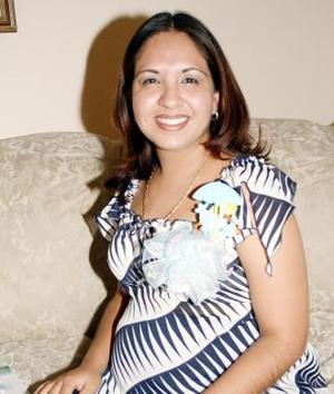 Lizeth Bello Mijares disfrutó de una fiesta de canastilla que le prepararon un grupo de amigas en honor del bebé que espera.