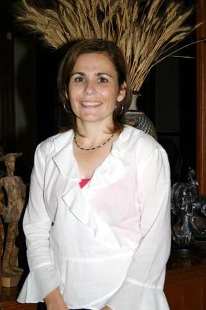 Marcela González  de González celebró su cumpleñaos, con una amena reunión organizada por su familia, en la cual recibió numerosos obsequios y felicitaciones.