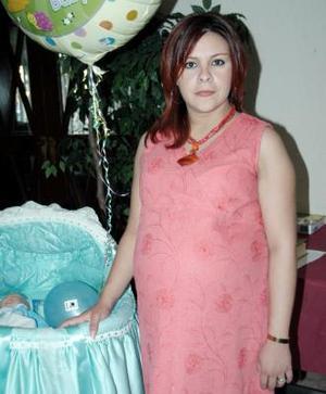 Patricia Garay de Cano en la fiesta de canastilla que le ofrecieron recientemente