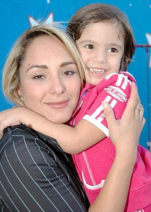 Marisol Cavelaris junto a su hija Hermosa Aholibama Dipp.