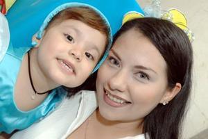 Sofía Elizabeth Barrera Meza cumplió tres años de vida y los festejó acompañada por su mamá, Elizabeth Barrera.
