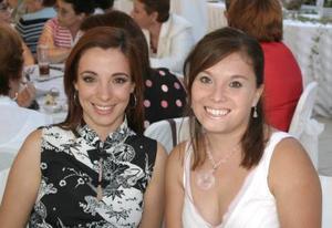 <u><i> 12 de octubre de 2004</u></i><p>   Rita Agüero de Saavedra y Karla de Pérez