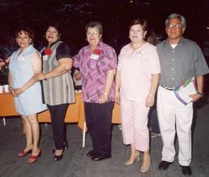 <u><i> 12 de octubre de 2004</u></i><p>  Manuel Ramírez, Yuridia Galindo, Amelia de Aro, Chayito Barraza y Lourdes de Flores