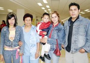 <u><i> 11 de octubre de 2004</u></i><p>  Consuelo Ortega viajó a Tijuana y fue despedida por Karen, Karla, Jorge y Alexis.