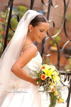 Srita. Perla Valeria Ayala Alanís Carlos, el día de su boda con el Sr. Érik Fernanado Carrillo Acevedo.  <p> <i>Estudio: Maqueda</i>
