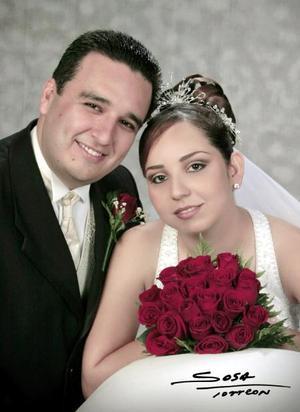 Ing. Omar Israel Reyes Carmona e Ing. Jéssica Butanda Sánchez contrajeron matrimonio religioso en la parroquia Los Ángeles el sábado 11 de septiembre de 2004. <p> <i>Estudio: Laura Grageda</i>