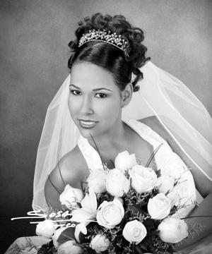 Lic. Nadia Grisel Rodríguez Calamaco el día de su enlace nupcial con el Lic. Israel Esquivel Marines.  <p> <i>Estudio: Sosa</i>