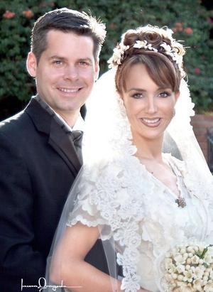 Sr. Brian Poston y Srita. Daniela Allegre del Cueto contrajeron matrimonio religioso en la parroquia de Nuestra Señora de la Virgen de la Encarnación.    <p> <i>Estudio: Laura Grageda</i>
