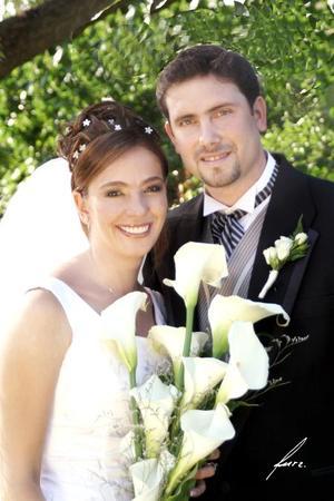 Sr. José Alfonso Bonilla Murra y Srita. Amira Sabag García contrajeron matrimonio religioso en la parroquia de La Sagrada Familia el sábado 11 de septiembre de 2004.