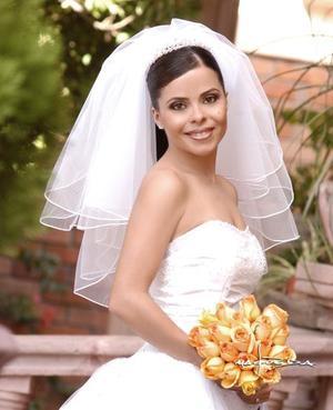 Srita. Sonia García Guzmán el día de su enlace nupcial con el Sr. Ricardo Fiscal   <p> <i>Estudio: Maqueda</i>