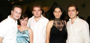 Rodrigo Pérez, Claudia de Pérez, Mario Román, Rocío Nassar y José Bitar.