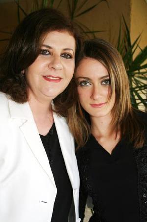 María Elena Willey y Paulette Willwy.